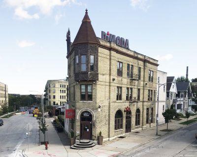 Iconic, Turn-Key Restaurant Building