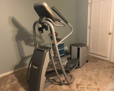 Precor commercial elliptical machine. Great condition. This machine cost over $3,000 new. Nothing wrong with it.