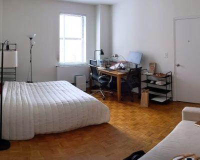 $1500 SPACIOUS room in luxury apt (free gym)