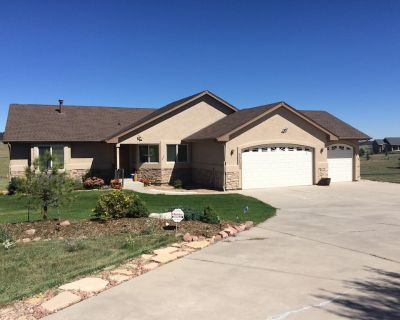 Beautiful home set in 2 1/2 acres, close to I-25 and 20 minutes from USAFA - Monument