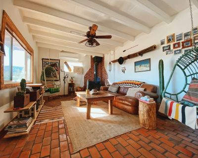 Hand crafted artist cabin centrally located 5m from Joshua tree in Yucca Valley - Yucca Valley