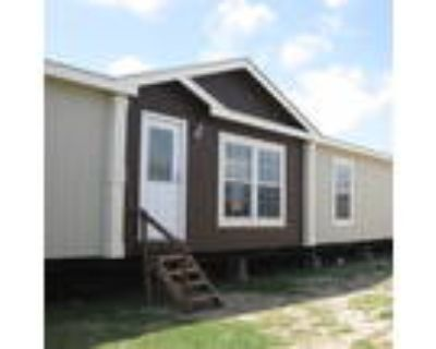 Excellent Condition 2012 Clayton 32x76, 4/3 - for Sale in Elmendorf, TX