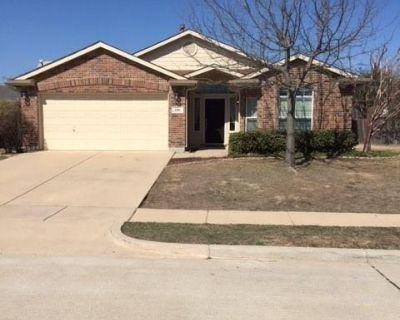 712 Pheasant Rd, Saginaw, TX 76131