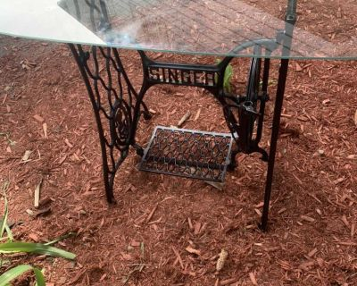 Cast Iron SINGER Sewing Machine/Glass Console Table