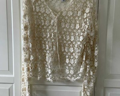 GORGEOUS NEW LACE TOP BY AMERICAN RAG