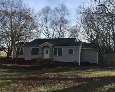 Comfy, Cozy, Bright home in heart of Roswell-Walk to Canton St.-Pet Friendly! - Roswell