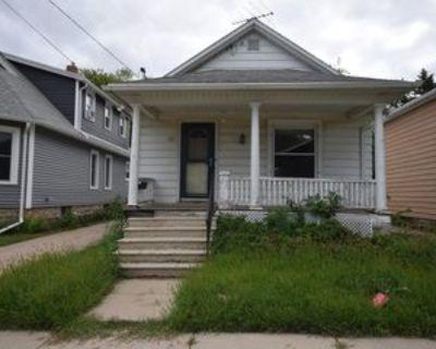 746 Frederick St #1, Oshkosh, WI 54901 2 Bedroom Apartment