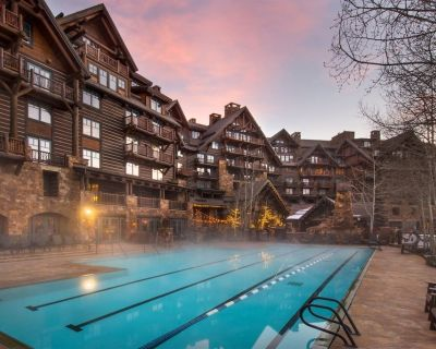 The Ritz-Carlton Club Level studio suite, choose from king or 2-double beds - Bachelor Gulch