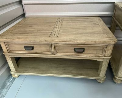 Beautiful Coffee Table/ End Table