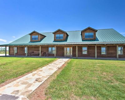NEW! 11-Acre Log Cabin: Hot Tub & Sand Volleyball! - Denton County