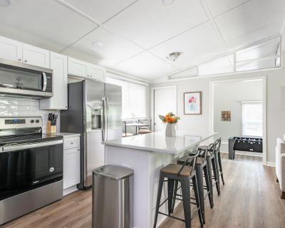 Newly Renovated Woodstock Cottage - Great Location - Woodstock