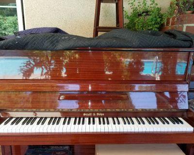 Piano, Mahogany color