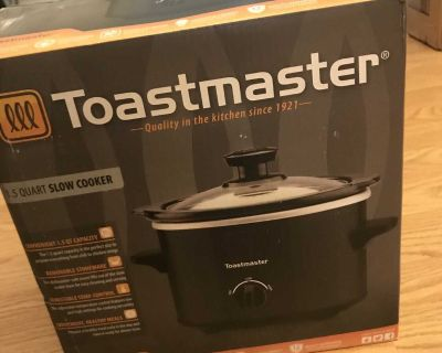 Toastmaster 1.5 quart slow cooker. Not even sure if it was ever used. PPU.