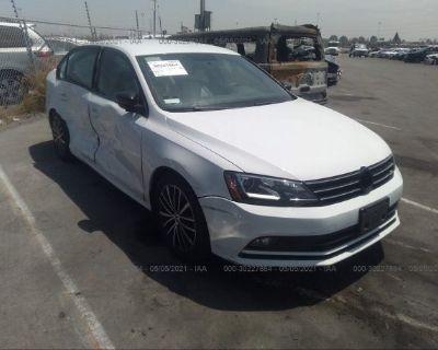 Salvage White 2016 Volkswagen Jetta Sedan