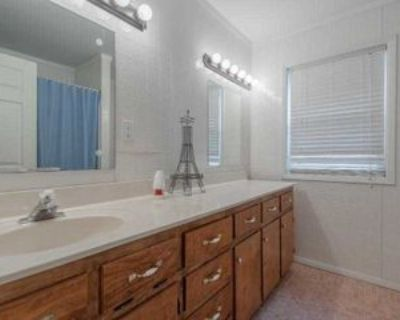Room for Rent - a 4 minute walk to bus 86, Decatur, GA 30035 1 Bedroom House
