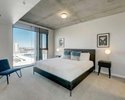Grand Downtown Denver Apartment