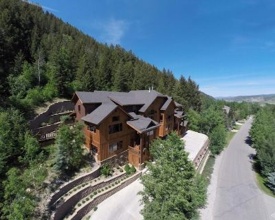 Epic 4BR Home w/new Jacuzzi, Minutes From BC/Vail Ski Resorts - Eagle-Vail