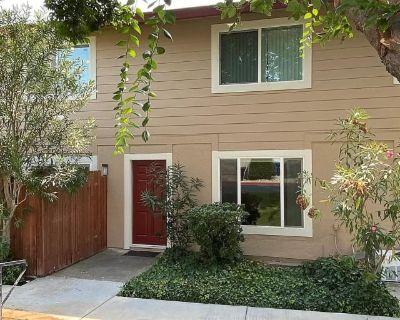Private room with own bathroom - Sacramento , CA 95841