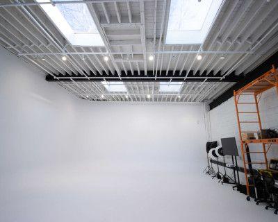 Studio B (Large white cove/cyclorama with test kitchen + lounge), Toronto