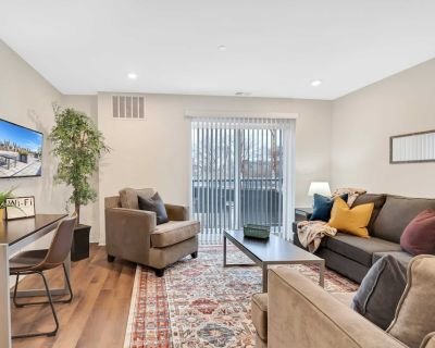 NEW Classy 2BDR Suite with Rooftop Patio Rec Room Coffee Gym - Southwest Center City