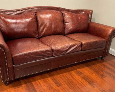 *Delivery Available* Elegant Leather Couch