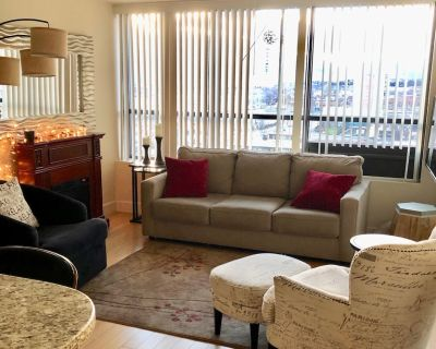 BEST CONDO IN DOWNTOWN RENO! Gym, Pool, Jacuzzi, 24 hr Security, pool tables! - Downtown Reno