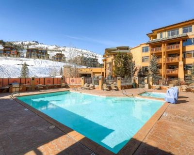 Ski-In / Ski-Out @ Canyons Resort!Rooftop Hot Tub &vHeated Pool, 2 King Beds, *FREE SKI RENTAL* - Park City