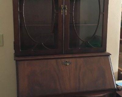 Aunt's Antiques and Vintage Sale