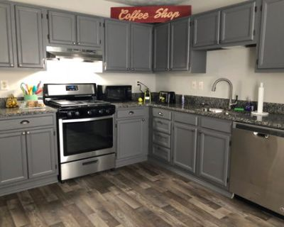 Cute renovated townhome 5 minutes away from KSU