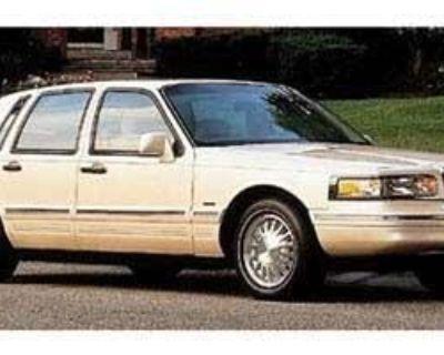 1997 Lincoln Town Car 4dr Sdn Signature