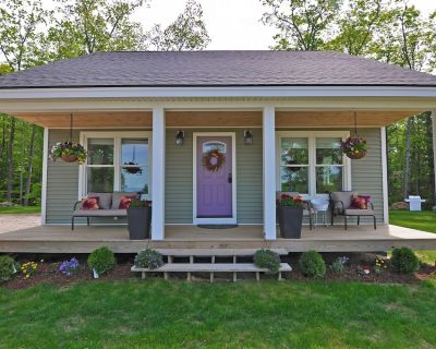 Brand new romantic getaway on 13 secluded and private acres! - Belknap County