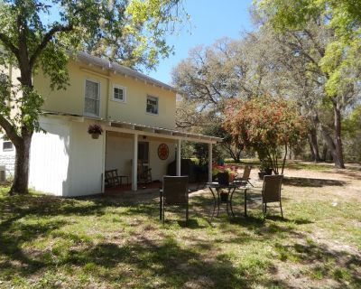 Pet friendly country cottage with lots of character and all amenities. - Eustis