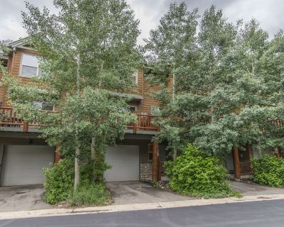 Town Home (located in the heart of WP) with private hot tub - Winter Park