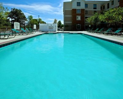Studio Close to Indianapolis Airport | Free Breakfast. Outdoor Pool & Hot Tub - Plainfield