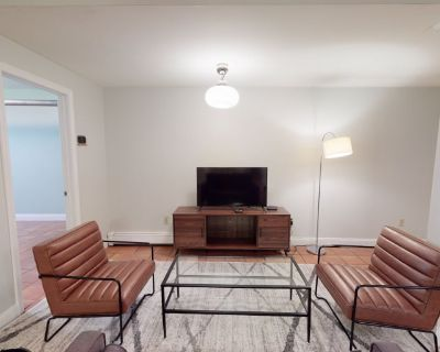Private room with ensuite - Boston , MA 02135