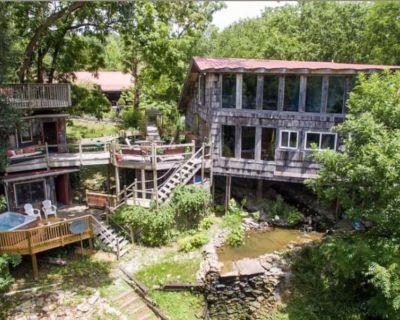 Stunning Treehouse Mansion - Springfield