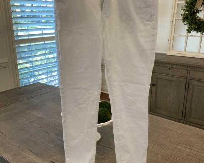 VGUC (just because it s white) Old Navy Rockstar Mid-Rise white jeans. Size 4 Regular