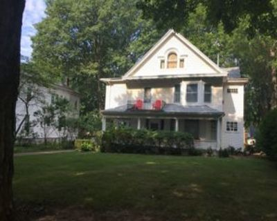 131 South Douglas Avenue, Springfield, IL 62704 1 Bedroom Apartment