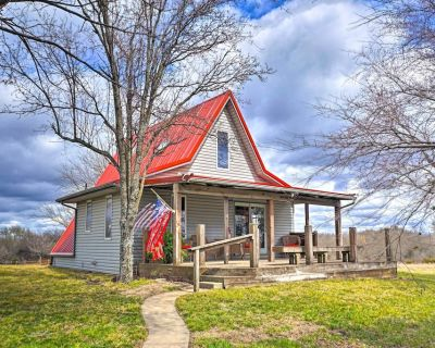 NEW! Vivid 'Cedar Ridge' Cabin: 23 Mi to Wichita! - El Dorado