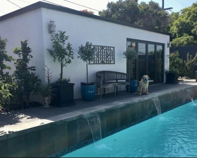 Come relax by the pool in an artist/designer-created guest house by the beach. - Playa Del Rey