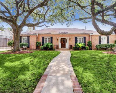 1811 Briarmead Drive, Houston, TX 77057