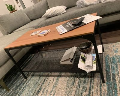 Coffee Table, good as new! Price,negotiable