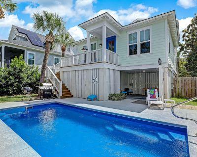 Private Heated Pool! Walk to Beach, Restaurants & Shops! Perfect for Family Beach Getaway - Savannah Beach