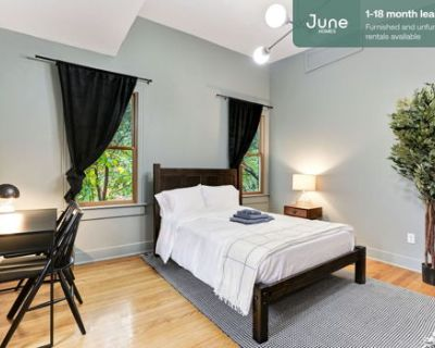 #139 Queen room in Capitol Hill 4-bed / 2.5-bath apartment