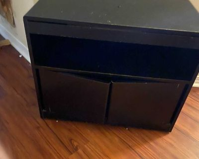 TV/ ENTERTAINMENT STAND GUC