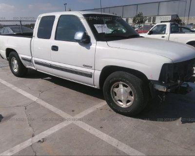 Salvage White 2000 Chevrolet Silverado 1500