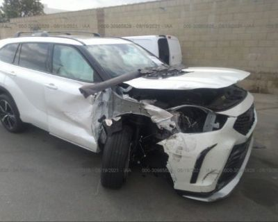 Salvage White 2021 Toyota Highlander