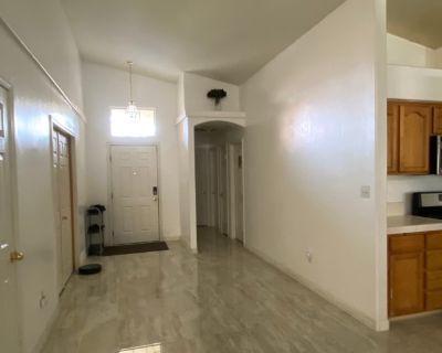 Private room with shared bathroom - Bakersfield , CA 93313
