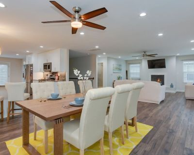 Spacious and Dog Friendly Home 5 minute walk to beach! - East Ocean View