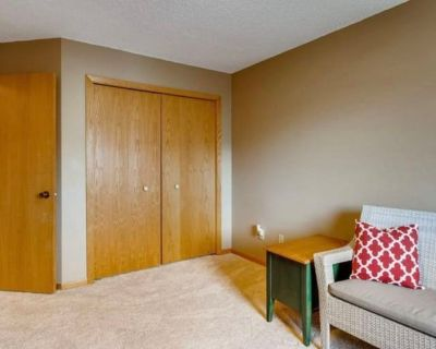 Private room with shared bathroom - Inver Grove Heights , MN 55076